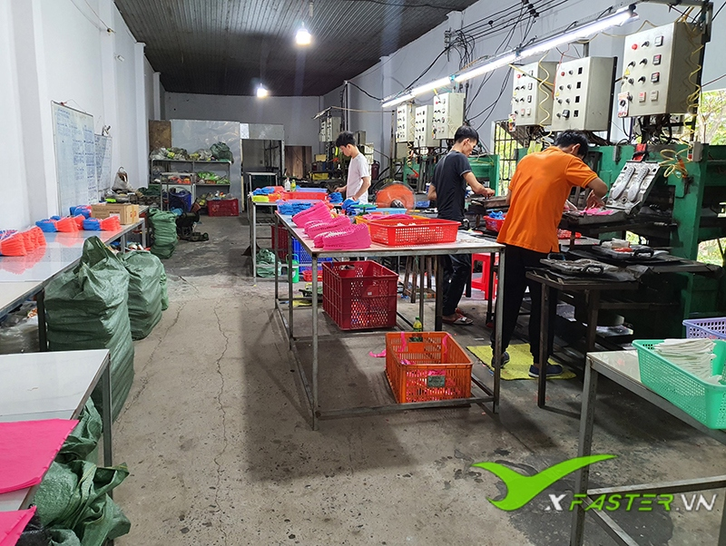 Xưởng giày đá bóng